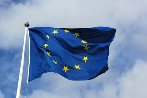 Europäische Flagge am Fahnenmast